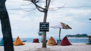 砂浜のテント