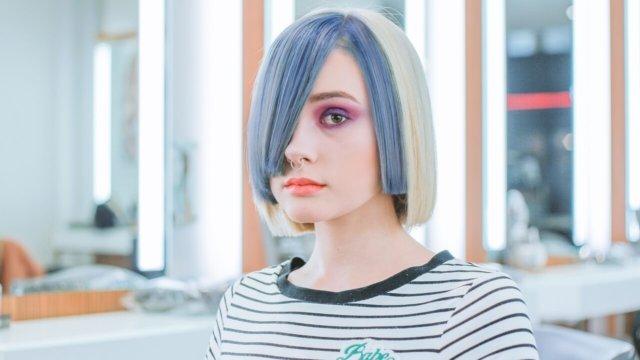髪染めした少女