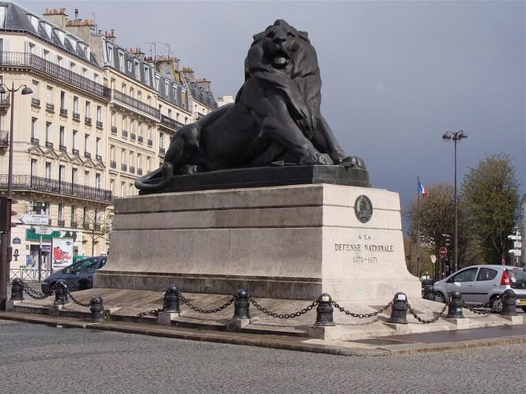 パリのライオン像