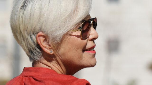 年配の女性