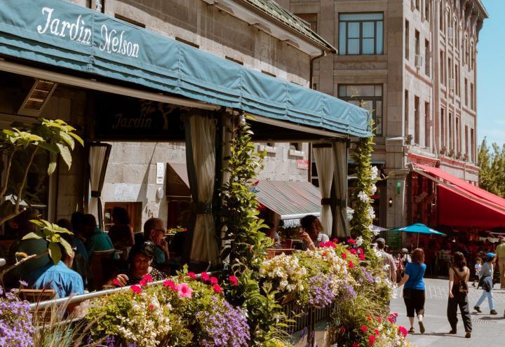 テラスや庭がおしゃれなパリのレストラン